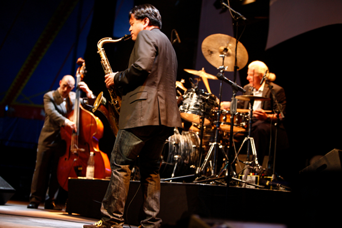 http://blog2011.moers-festival.de/jon_irabagon.jpg